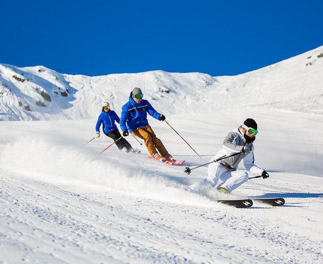 Skieurs meribel